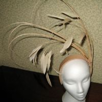 A Biscuit Dramatic Fascinator - SN740